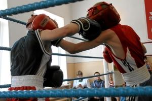 Встречный бой, слева Егор Мартыненко