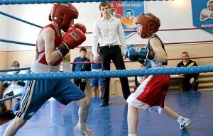 Эпизод боя с участием Егора Мартыненко (справа)