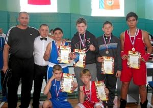 Киселевская команда после награждения юношей среднего возраста