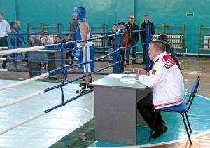 Судья сбоку - киселевчанин Иван Пономарев