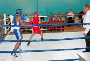 Четвертьфинал. Владислав Трофимов (слева) против боксера из Кемерова