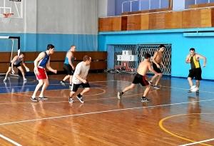 Владимир Пономарев начинает контратаку своей команды