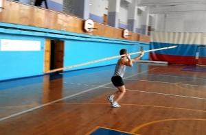 В перерыве между игрой Павел Чабанов показал свои легкоатлетические возможности (1)