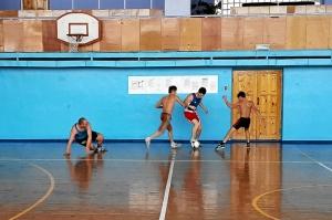 Автор первого гола - Евгений Чернов демонстрирует филигранную технику