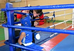 Евгений Чернов секундирует своему воспитаннику