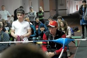 Евгений Чернов следит за ходом боя