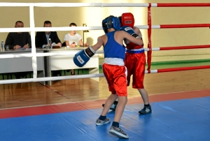 Егор Пономарев атакует левой по корпусу
