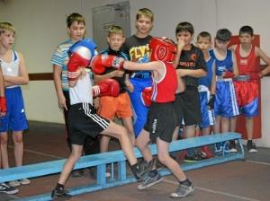 Момент боя Александр Колтунов - Егор Пономарев (справа)