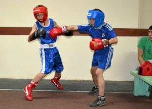 Момент боя Алексей Фришбутер - Алексей Головинов (справа)