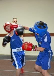 Момент боя Алексей Фришбутер (слева) - Алексей Головинов