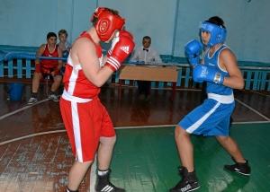 Момент боя  Артема Пичугина (в красной форме) против Магомеда Пугоева (1)