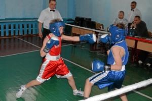 Момент боя Егора Мартыненко (в красной форме) против Никиты Шестакова