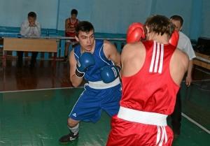 Момент боя Иван Верещагин (в красной форме) против Романа Алевского (2)