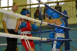 Момент боя с участием Александра Говоркова (слева)