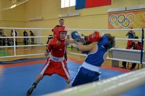 Егор Мартыненко пропускает удар