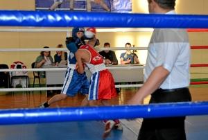 Момент финального боя Арсения Абрамова (в синей форме)