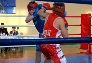Момент финального боя Ильи Краснова (в красной форме)