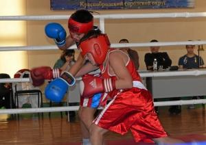 Момент финального боя Саши Воронцова (в красной форме)