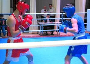 Полуфинал.  Алексей Помогалов (в синей форме) против Никиты Маюрникова (2)