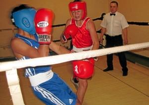 Эпизод боя с участием Влада Трофимова (в синей форме)