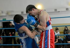 Момент боя Романа Алевского (в синей форме) (9)