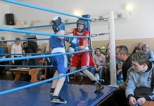 Момент боя с участием Антона Траутваина (в синей форме) 2