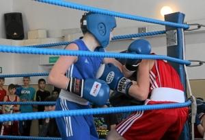 Момент боя с участием Антона Траутваина (в синей форме) 3