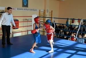 11 Финал. Момент боя Егора Мартыненко (в красной форме) (2)