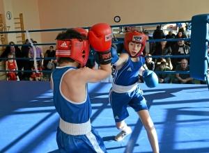 14 Финал. Момент боя Александра Савкина (справа)