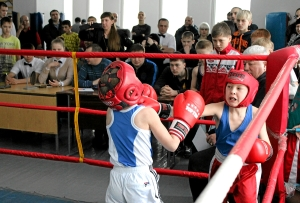 Момент боя с участием Егора Пономарева (справа)