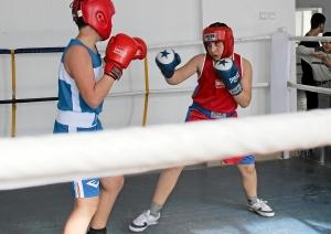 Момент боя с участием Рубика Шахбазяна (справа)