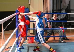 Полуфинал. Момент боя с участием Никиты Шестакова (в синей форме) 2