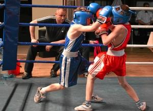 Финал. Момент боя с участием Егора Мартыненко (в синей форме) 1 (1)