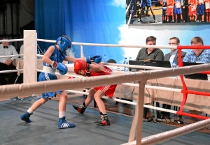 Четвертьфинал. Момент боя с участием Ивана Балашова (в синей форме) (2)
