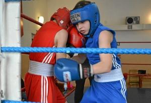 Момент боя с участием Антона Траутваина (в синей форме) 1 (1)