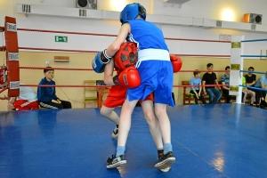 Момент боя с участием Антона Траутваина (в синей форме) 1 (2)