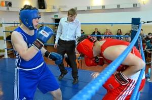 Момент боя с участием Артема Пичугина (в синей форме)  (2)