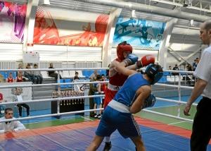 Момент боя с участием Влада Трофимова (в синей форме) (1)