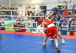 Момент боя с участием Данила Жуланова (в синей форме) (2)