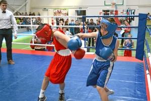 Момент боя с участием Данила Жуланова (в синей форме) (3)