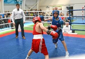 Момент боя с участием Данила Жуланова (в синей форме) (4)