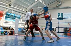 Момент боя с участием Дмитрия Красовского (в красной форме) (1)