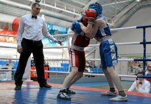 Момент боя с участием Дмитрия Красовского (в красной форме) (2)