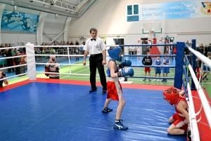 Момент боя с участием Егора Пономарева (в синей форме) (2)