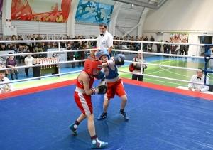 Момент боя с участием Егора Пономарева (в синей форме) (4)