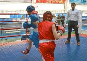 Момент боя с участием Ивана Балашова (в красной форме) (2)