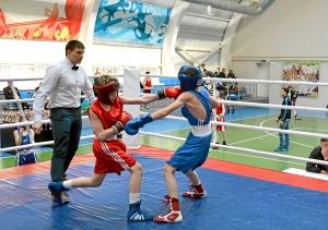 Момент боя с участием Ивана Балашова (в красной форме) (3)
