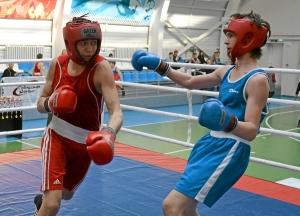 Момент боя с участием Олега Торчакова (в красной форме) (2)