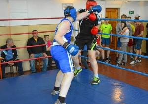 Момент боя с участием Романа Романчука (в синей форме) (6)