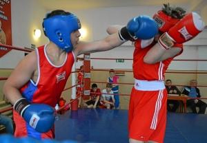 Момент боя с участием Рубика Шахбазяна (слева) (3)